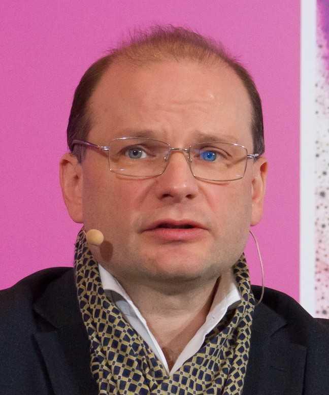 Антон Владимирович Снеговой