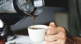 Несколько чашек кофе в день могут снизить риск рака предстательной железы